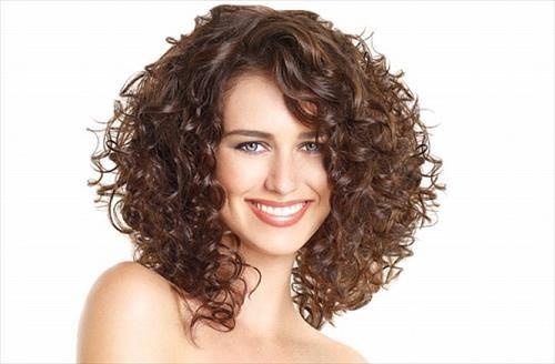 Cute Medium Curly Hairstyles For Teenage Girls