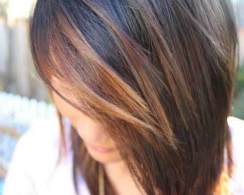 Few Strs Dark Brown Hair Have Shiny Caramel Highlights