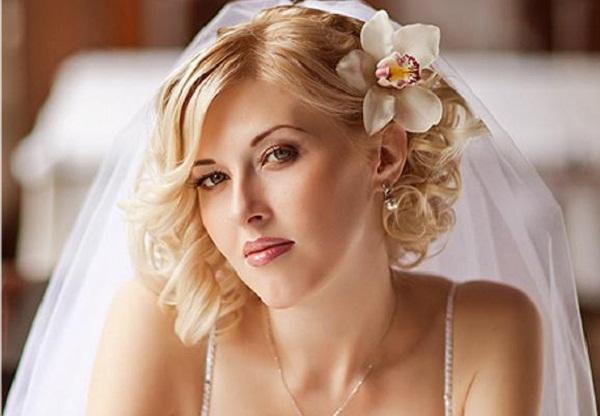 Hairstyle Perfect For Brides Medium Length Hair This Best