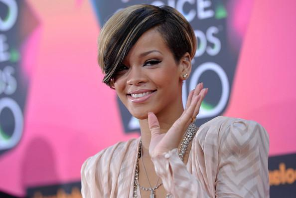Rihanna Short Side Part Hairstyle Highlight