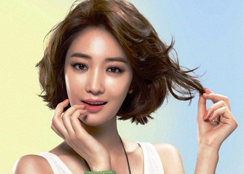 Short Wavy Hairstyles Swept Bangs For Asian Women Thick Hair