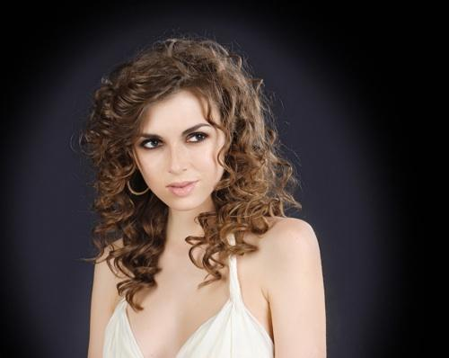 Side Part Curly Hairstyles