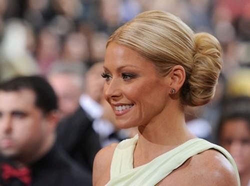 Updo Styles Classic Bun Celebrity Hairstyles Simple