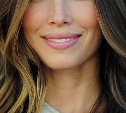 Using Long Layered Haircut Make Your Round Face Appear Thinner